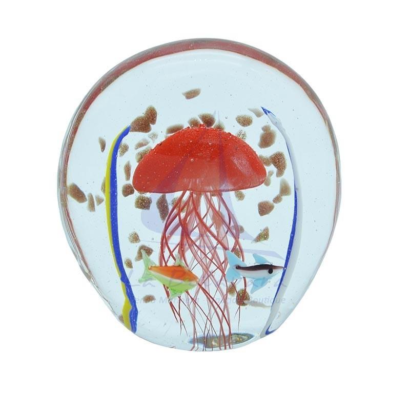 Pisapapeles de cristal con medusa roja y peces
