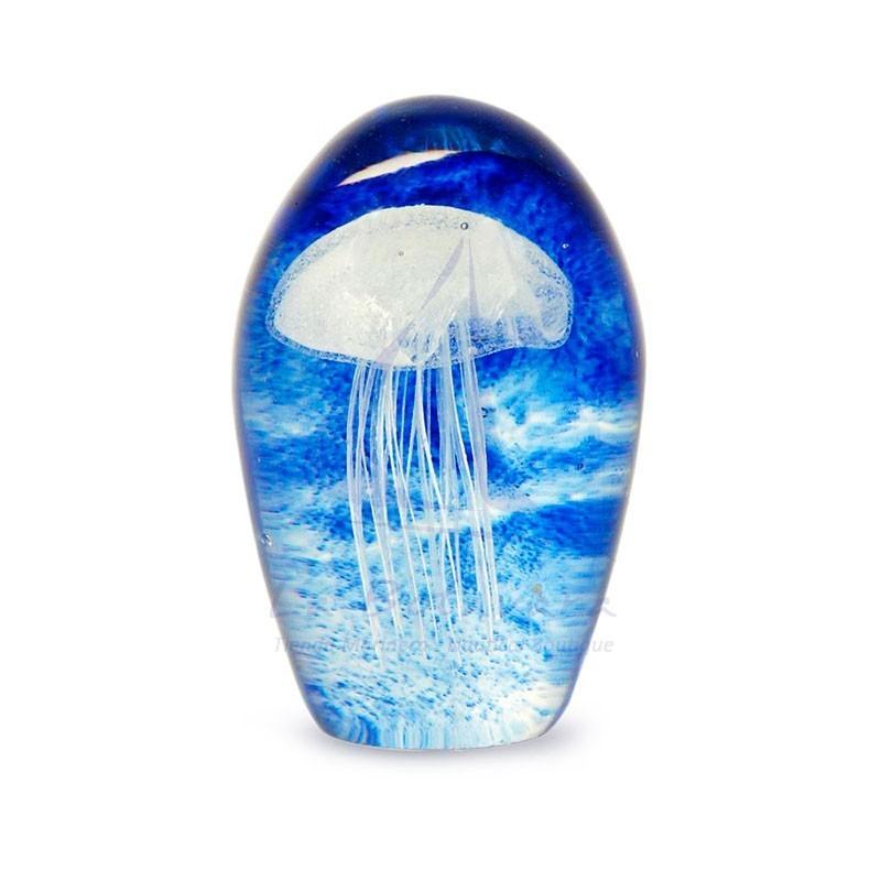 Pisapapeles de cristal con medusa blanca en fondo azul